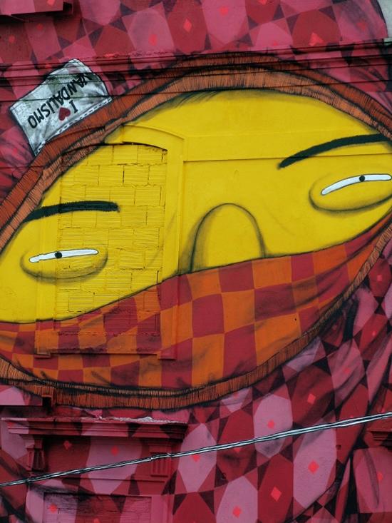 Blu et Os Gemeos font une peinture murale géante à Lisbonne   6