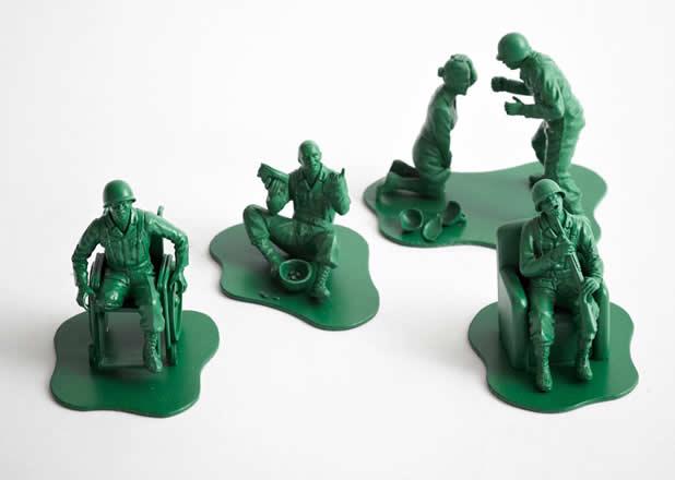 """Les jouets """"petits soldats"""" après des années de guerre 2"""