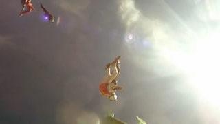 Slow motion d'un saut en chute libre