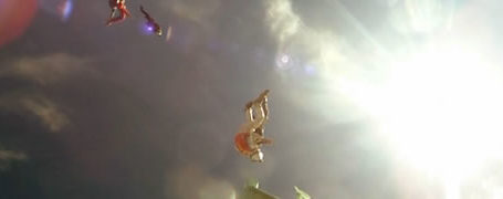 Slow motion d'un saut en chute libre 5