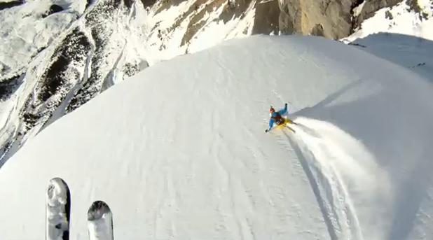 Une avalanche filmée de face par des skieurs jumpers 2