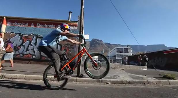 Danny MacAskill Plays Capetown - L'as de L'urban freestyle 2