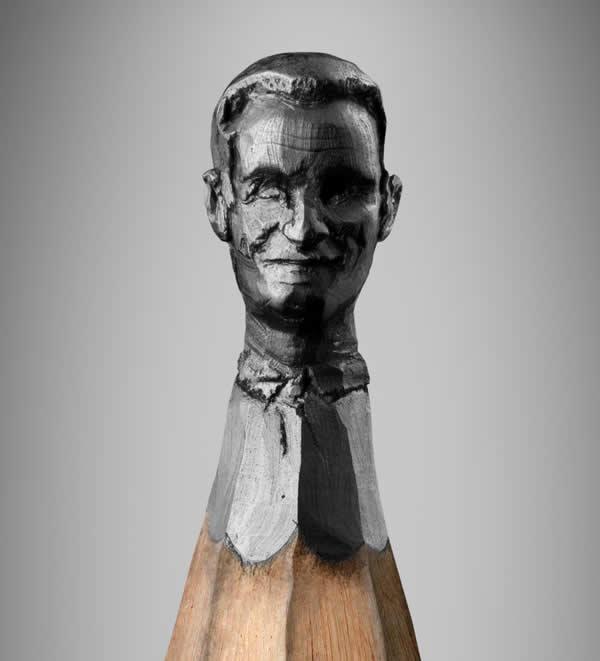 Obama, Merkel et  Sarkozy sculptés sur des mines de crayons 4