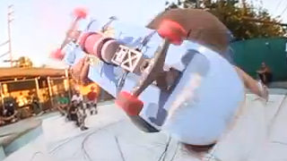 StreetArt créé en skate à la volée par D*Face