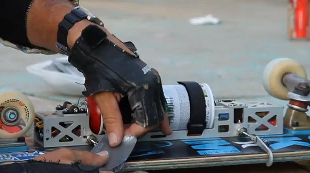 StreetArt créé en skate à la volée par D*Face 2