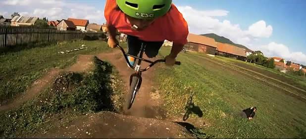 The Earth Beat - Vidéo dans un DirtPark 2
