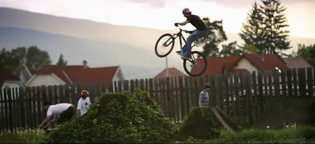The Earth Beat - Vidéo dans un DirtPark 3