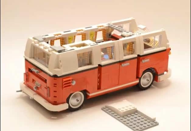 Un Van LEGO Volkswagen T1 en timelapse 2