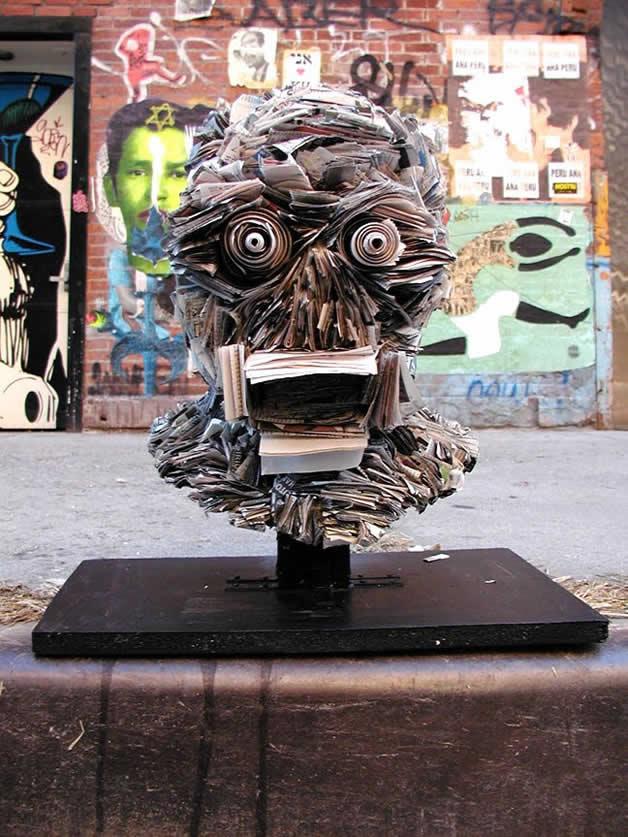Les sculptures humaines créées avec des livres 19