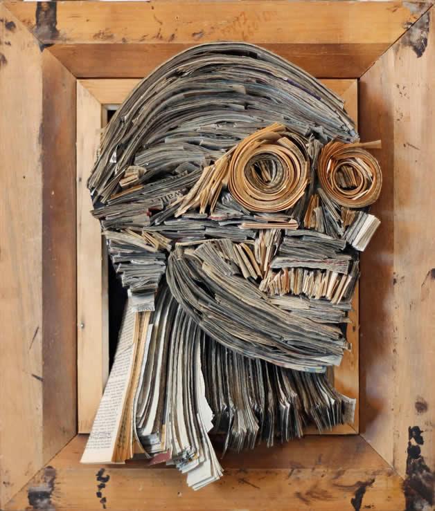 Les sculptures humaines créées avec des livres 18