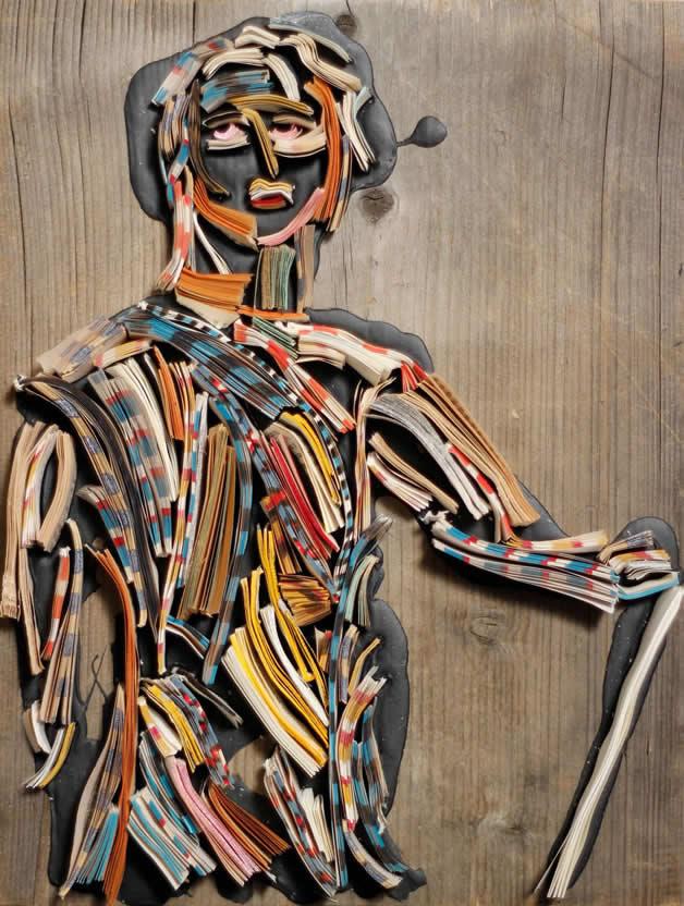 Les sculptures humaines créées avec des livres 17