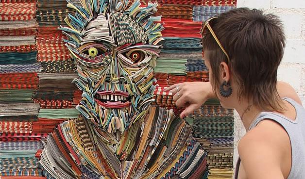 Les sculptures humaines créées avec des livres 13