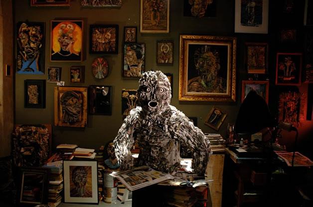 Les sculptures humaines créées avec des livres 11