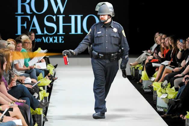 20 parodies du policier qui a envoyé du spay à UC Davis  8