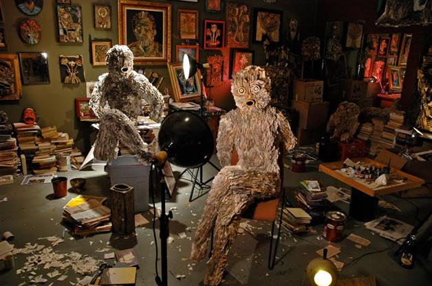 Les sculptures humaines créées avec des livres 4