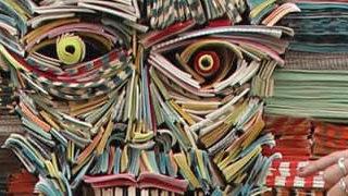 Les sculptures humaines créées avec des livres