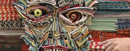 Les sculptures humaines créées avec des livres 5