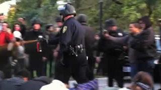 20 parodies du policier qui a envoyé du spay à UC Davis  1