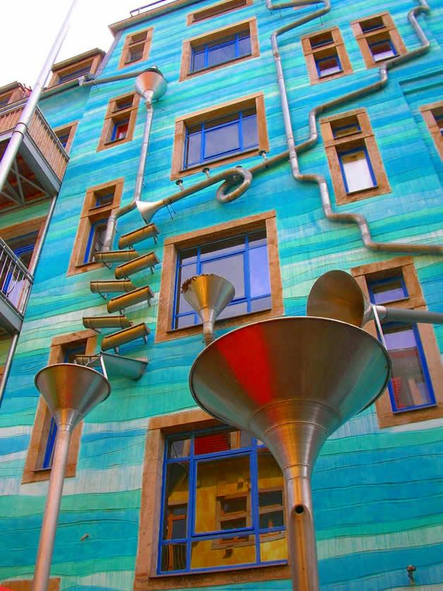 Décoration musicale pour la récupération d'eau de pluie (funnel wall) 3