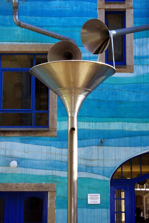 Décoration musicale pour la récupération d'eau de pluie (funnel wall) 2