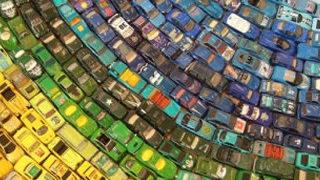 Un arc-en-ciel de 2500 voitures