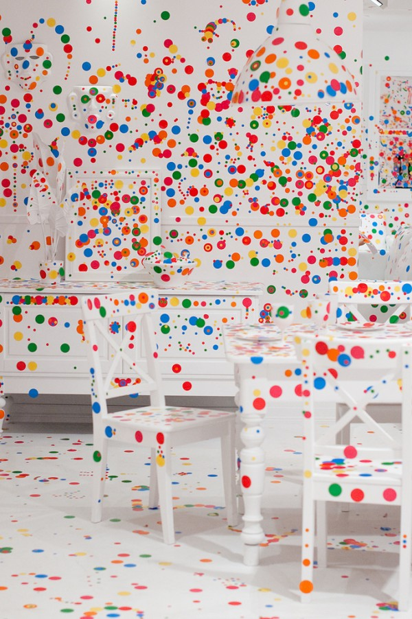 The obliteration room - 1 million de stickers 2