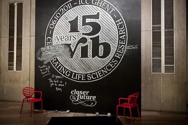 Identité en craie pour les 15 ans de l'institut de recherches VIB 14
