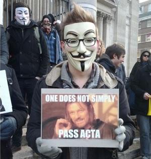 25 panneaux de protestations fun contre ACTA 2
