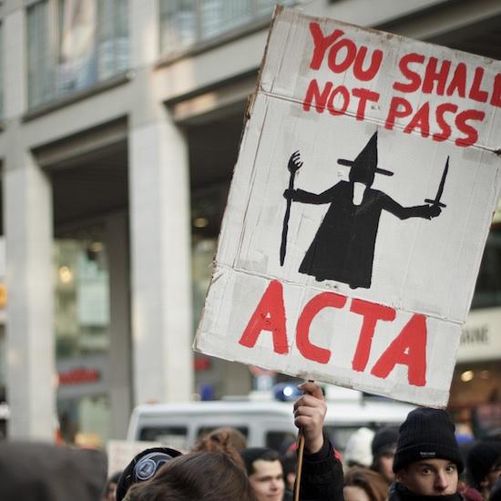 25 panneaux de protestations fun contre ACTA 13