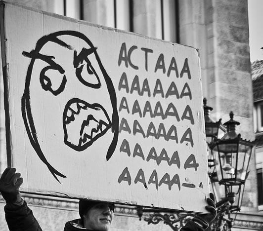 25 panneaux de protestations fun contre ACTA 15