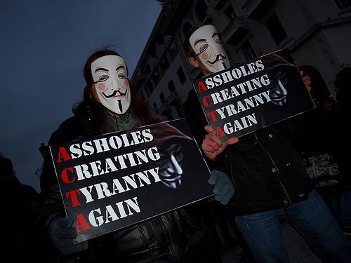 25 panneaux de protestations fun contre ACTA 22