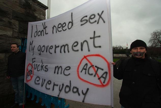 25 panneaux de protestations fun contre ACTA 23