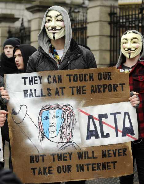 25 panneaux de protestations fun contre ACTA 24