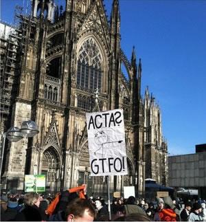 25 panneaux de protestations fun contre ACTA 7