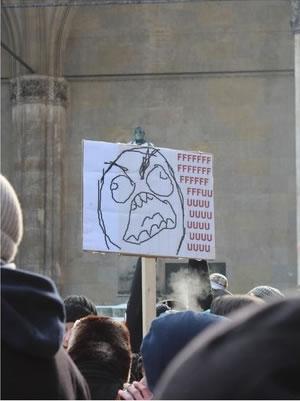 25 panneaux de protestations fun contre ACTA 8