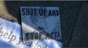25 panneaux de protestations fun contre ACTA 11