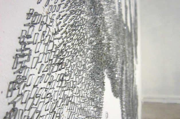 Aggravure - une fresque avec des agrafes 11