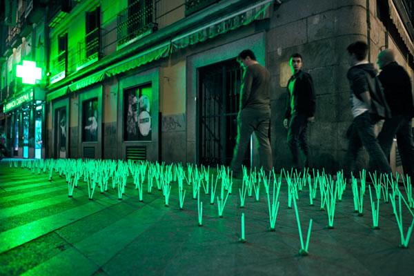 De l'herbe lumineuse en guise de Street-art 2