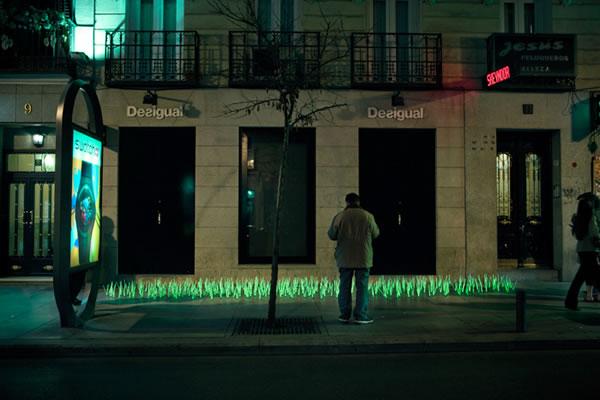 De l'herbe lumineuse en guise de Street-art 6