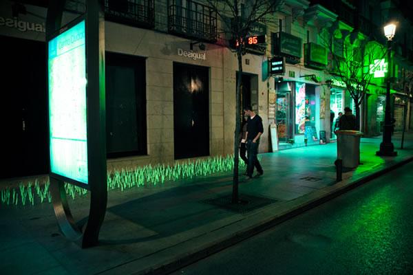 De l'herbe lumineuse en guise de Street-art 7