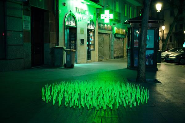 De l'herbe lumineuse en guise de Street-art 8