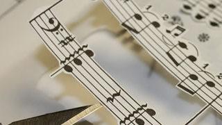 Iri5 revient avec des créations à base de partitions musicales