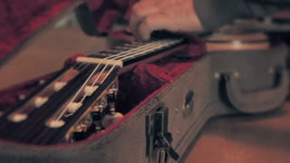 L'Art de créer une guitare en 299h - Alma Flamenca