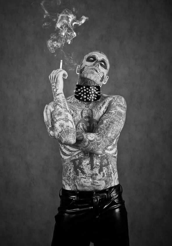 Zombie Boy pose pour Factice Magazine 10