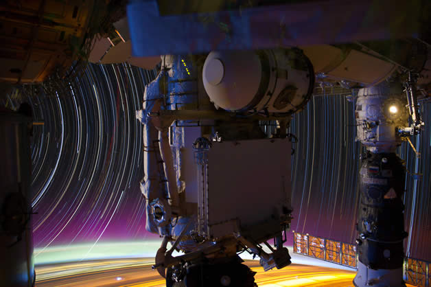 Photos longues poses de la Terre depuis l'espace 9