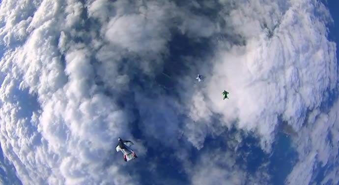 Une course de Wingsuit Racing 2