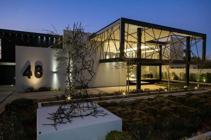 Architecture : Villa de vitres, pierres et métaux 2