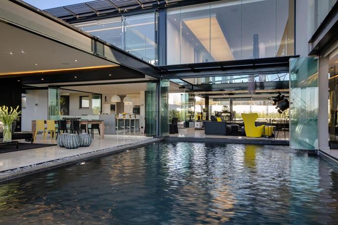 Architecture : Villa de vitres, pierres et métaux 12