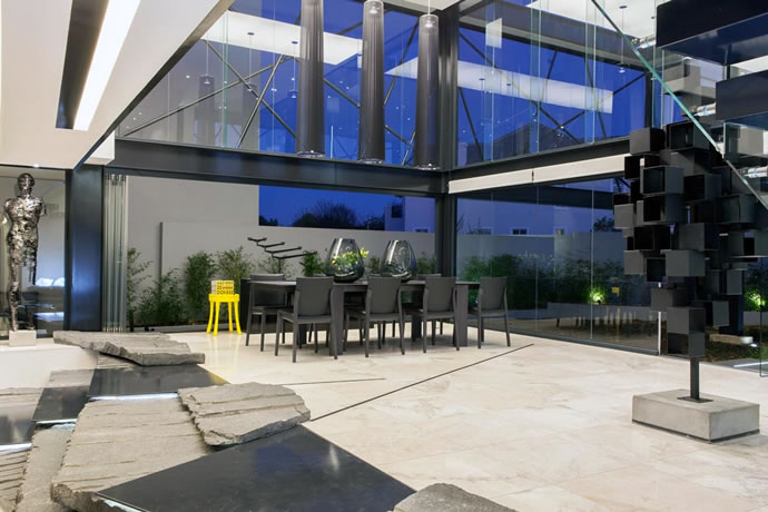 Architecture : Villa de vitres, pierres et métaux 13
