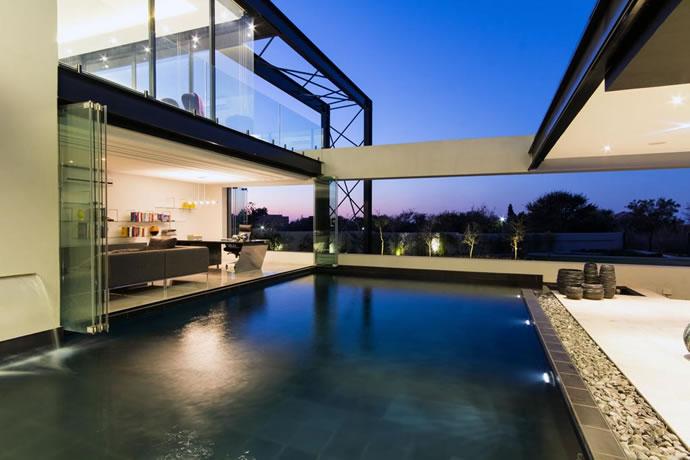 Architecture : Villa de vitres, pierres et métaux 14